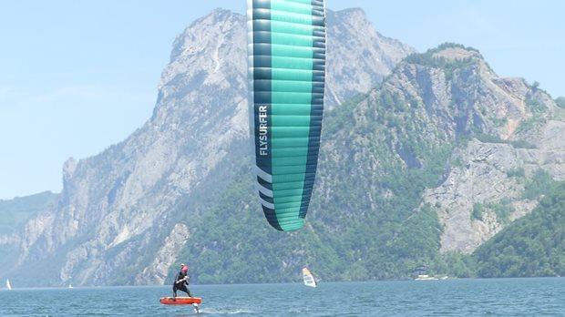 Kite Flysurfer VMG2 - soustředění na Traunsee