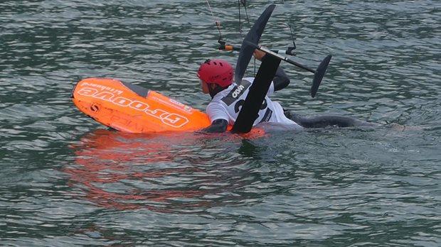 první mezinárodní hydrofoil závod reprezentace ČR - vypnul vítr