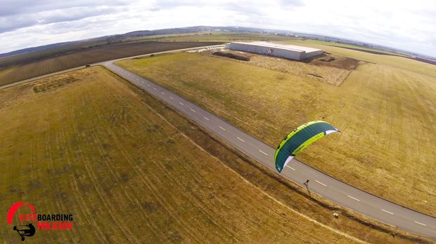 Big Kites In Strong Winds 1 - landkiting z dronu