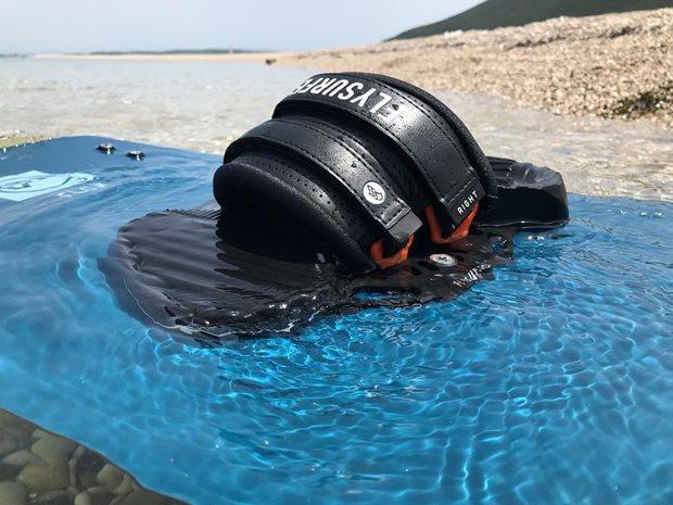 kiteboard viazanie Flysurfer SQUAD recenzia - vo vode