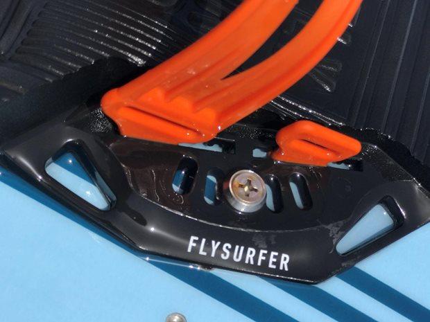 kiteboard viazanie Flysurfer SQUAD recenzia - detail skrutky