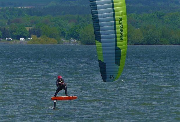 Kite Flysurfer VMG2 - závodní downwind